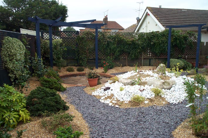 Path pc by lk installers ltd driveway patio and landscape for Blue slate garden designs